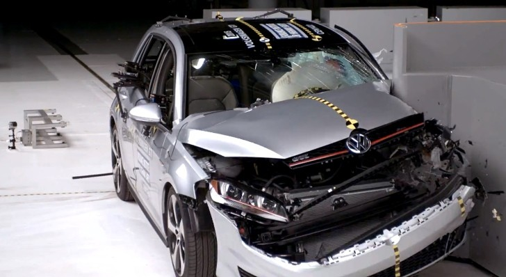 golf gti crash its way to iihs top safety pick plus autoevolution. Black Bedroom Furniture Sets. Home Design Ideas