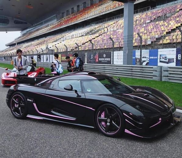 Koenigsegg One 1 >> When A Slightly Pink Koenigsegg One 1 Made A Red Laferrari Look