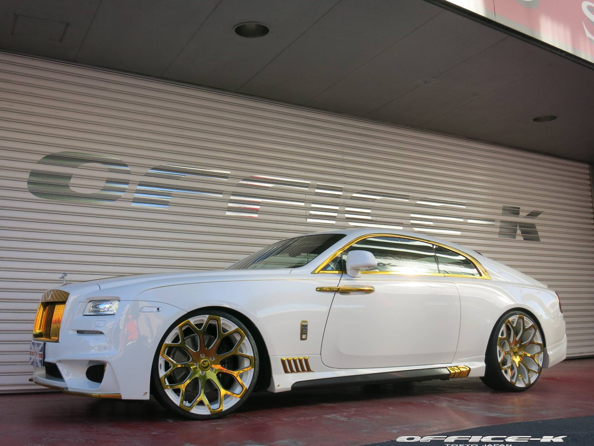 White Rolls Royce Wraith With Gold Accents From Office K