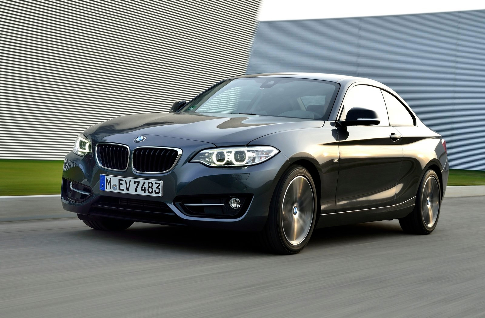 will bmw make the 2 series front wheel drive autoevolution. Black Bedroom Furniture Sets. Home Design Ideas