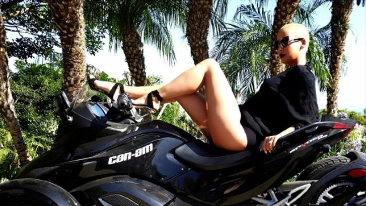Can Am Car >> Wiz Khalifa's Wife Amber Rose Posing on a Black Can-Am: Ridin' Dirty - autoevolution