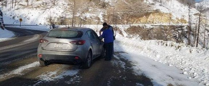 Woman Runs Out of Gas on Isolated Stretch of Oregon Highway, is Stranded