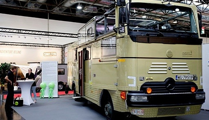 World s first convertible motorhome is a mercedes benz for Rv mercedes benz
