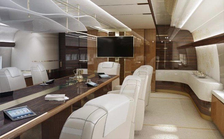 World s first private 747 8 interior looks rather like a for Force interieur