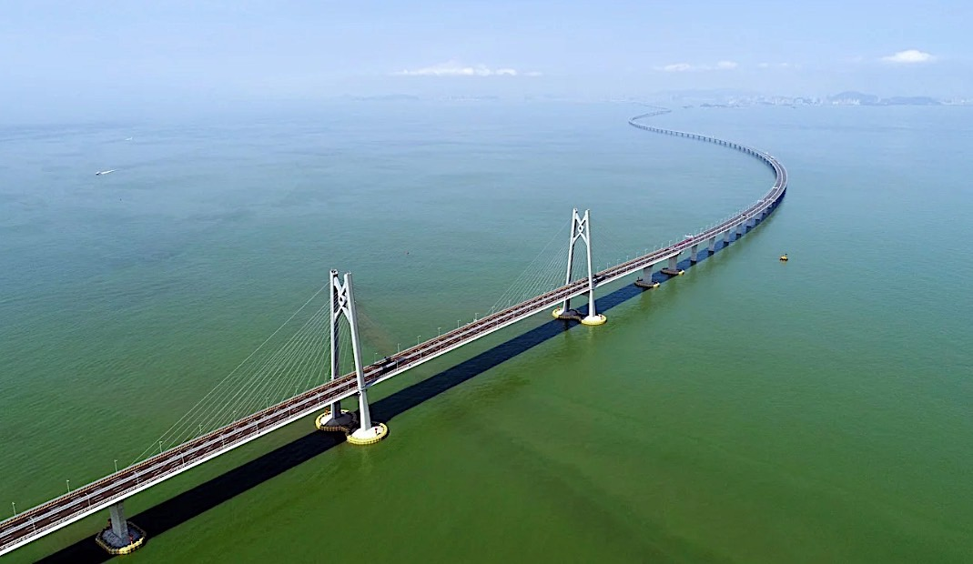 Hong Kong-Zuhai bridge opens