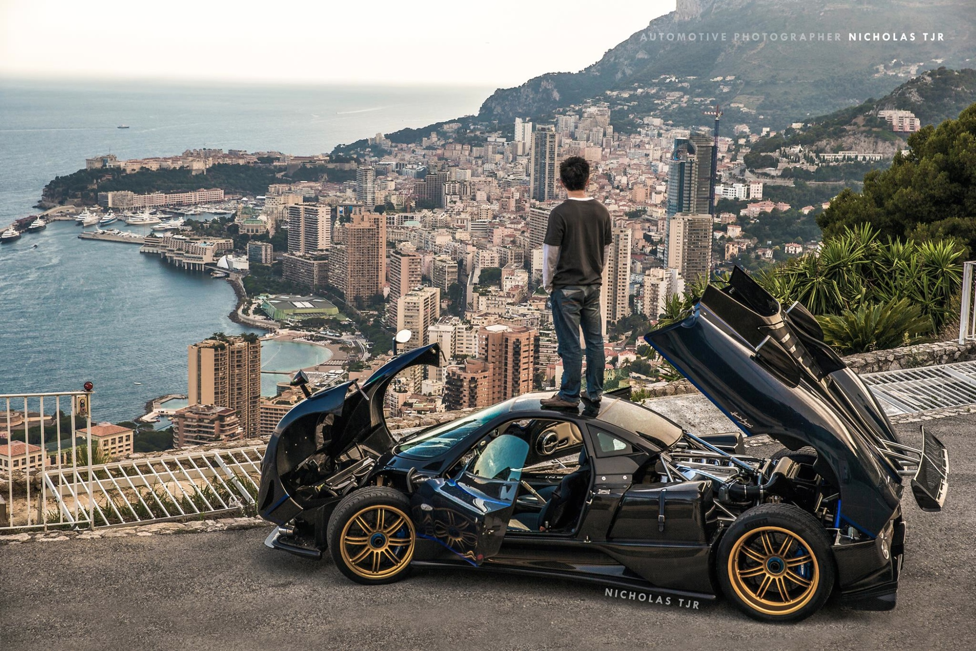 Would You Stand on the Roof of Your Pagani Zonda? - autoevolution