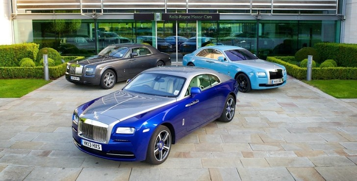 wraith phantom and ghost form the full english at goodwood breakfast club autoevolution. Black Bedroom Furniture Sets. Home Design Ideas