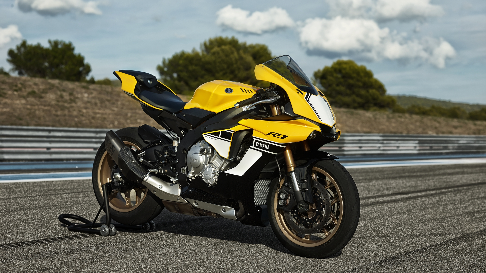 Yamaha YZF R1 60th Anniversary Edition Shows A Timeless Yellow Black