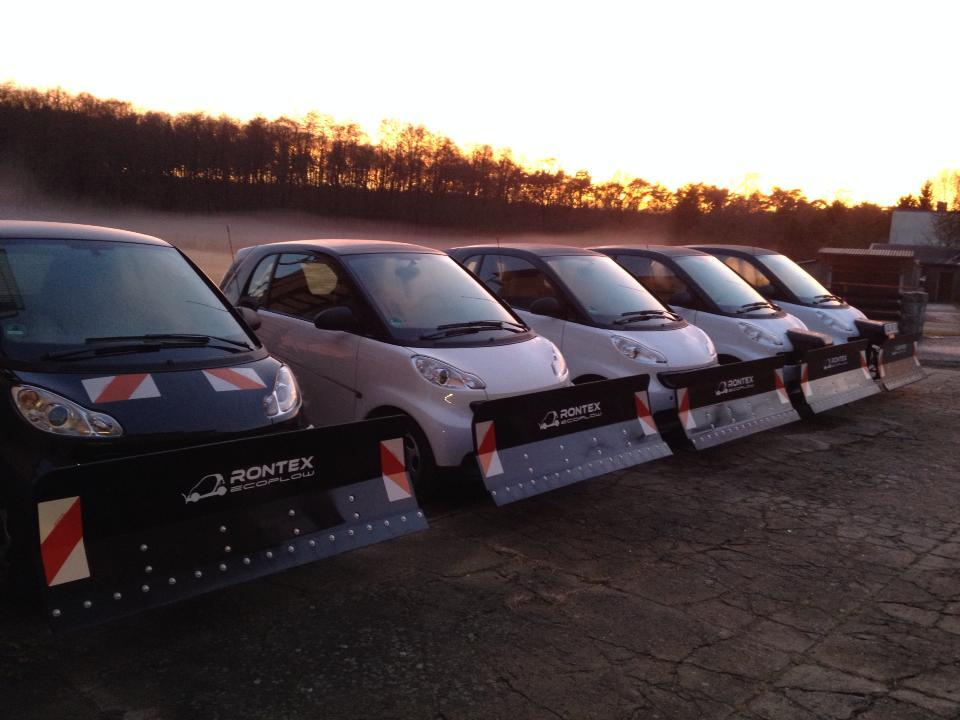 yes these are smart fortwo snowplows video autoevolution. Black Bedroom Furniture Sets. Home Design Ideas