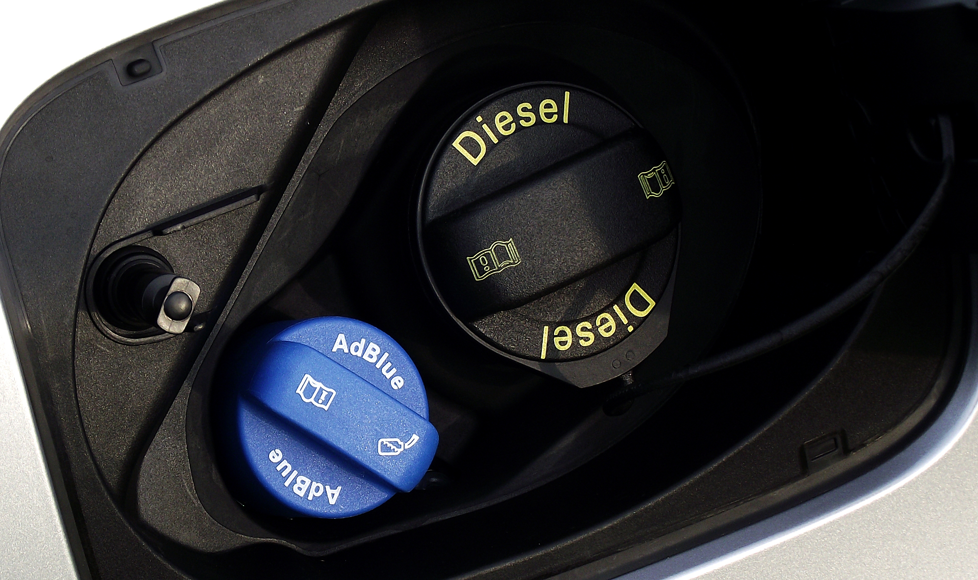 Diesel Exhaust Fluid >> Your Guide to AdBlue - What Is It, Who Needs It, and How to Refill It - autoevolution
