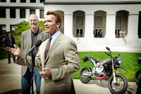 Schwarzenegger receives demonstration of Zero Motorcycles technology