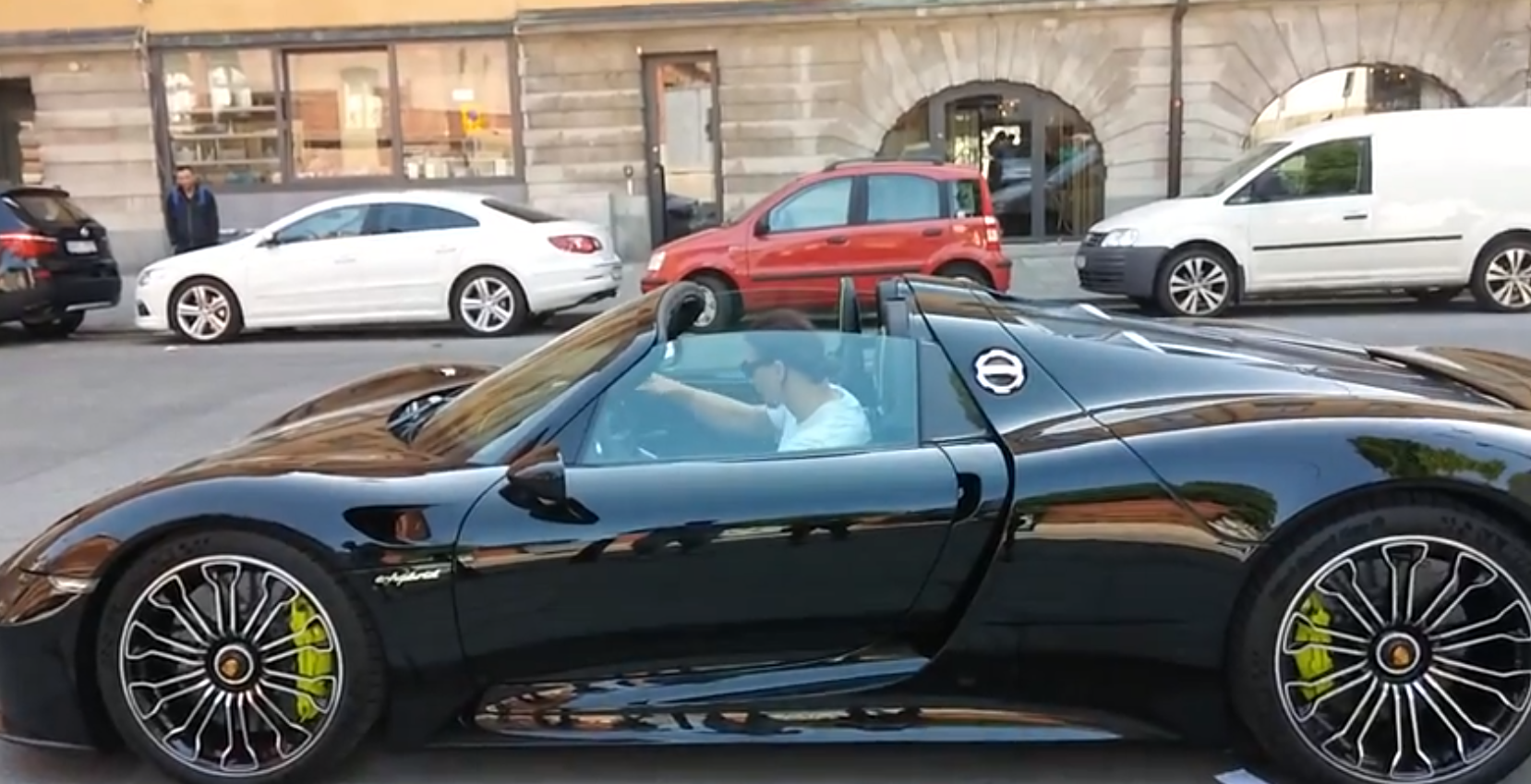 Zlatan Ibrahimovic Drives Porsche 918 Hybrid Supercar In Stockholm