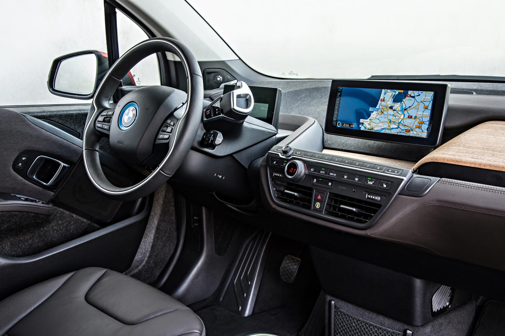 2015 bmw i3 review autoevolution. Black Bedroom Furniture Sets. Home Design Ideas