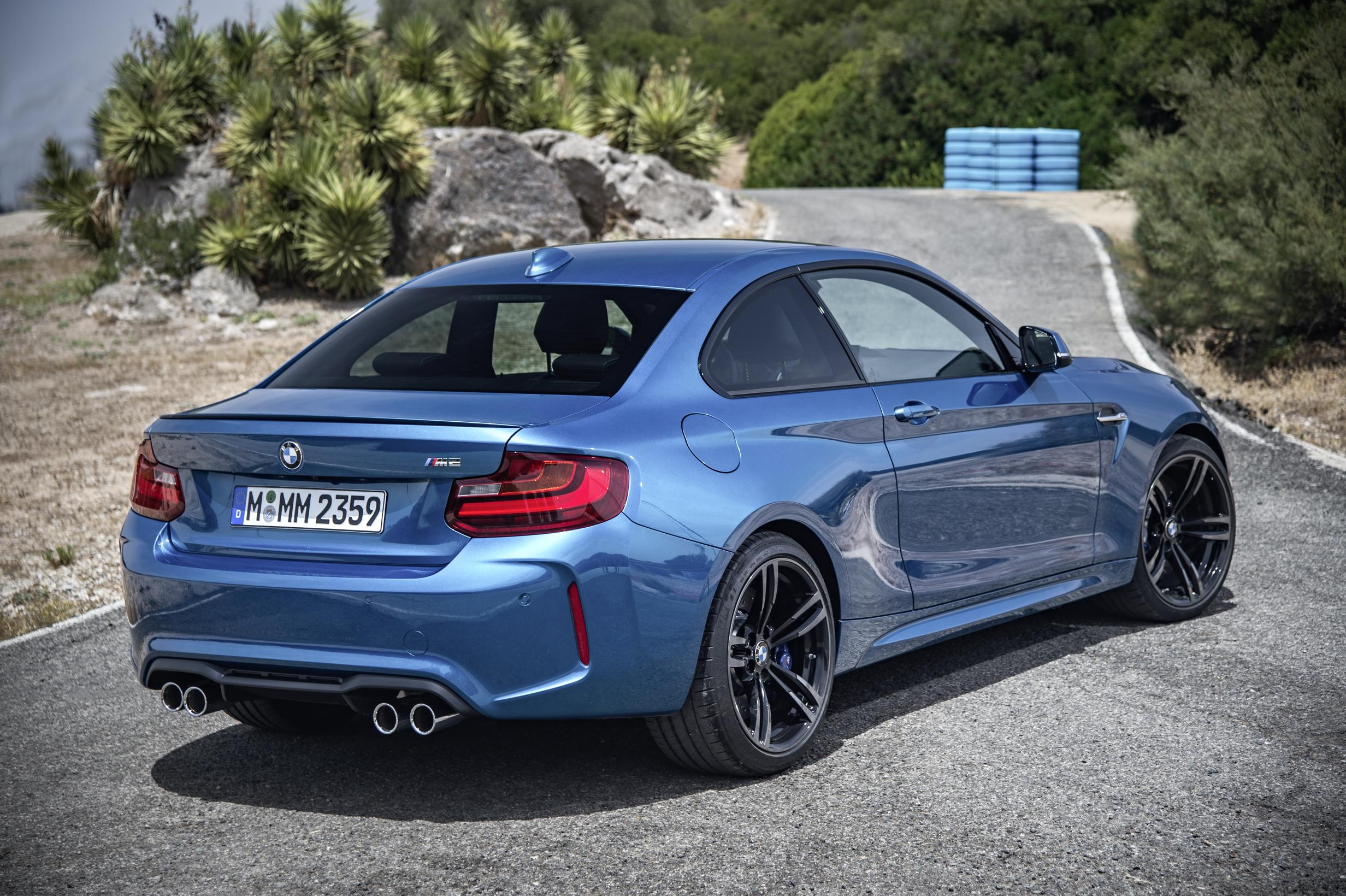 2016 bmw m2 review autoevolution. Black Bedroom Furniture Sets. Home Design Ideas