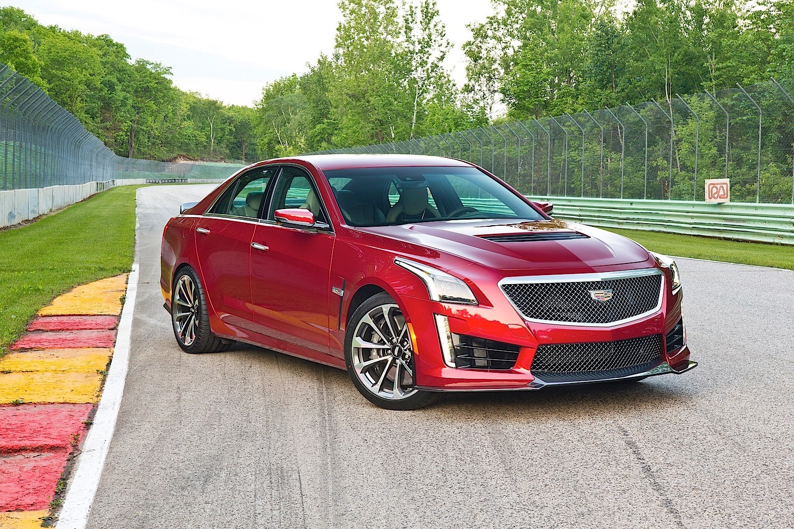 2017 cadillac cts v review autoevolution. Black Bedroom Furniture Sets. Home Design Ideas