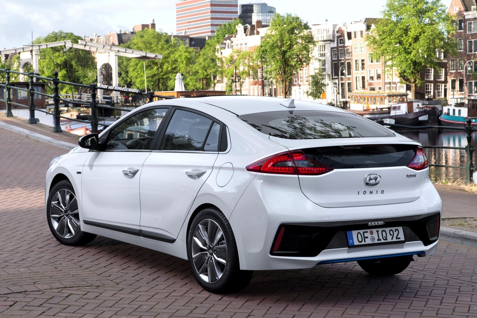 Fantastic 2017 Hyundai Ioniq Hybrid Review  Autoevolution