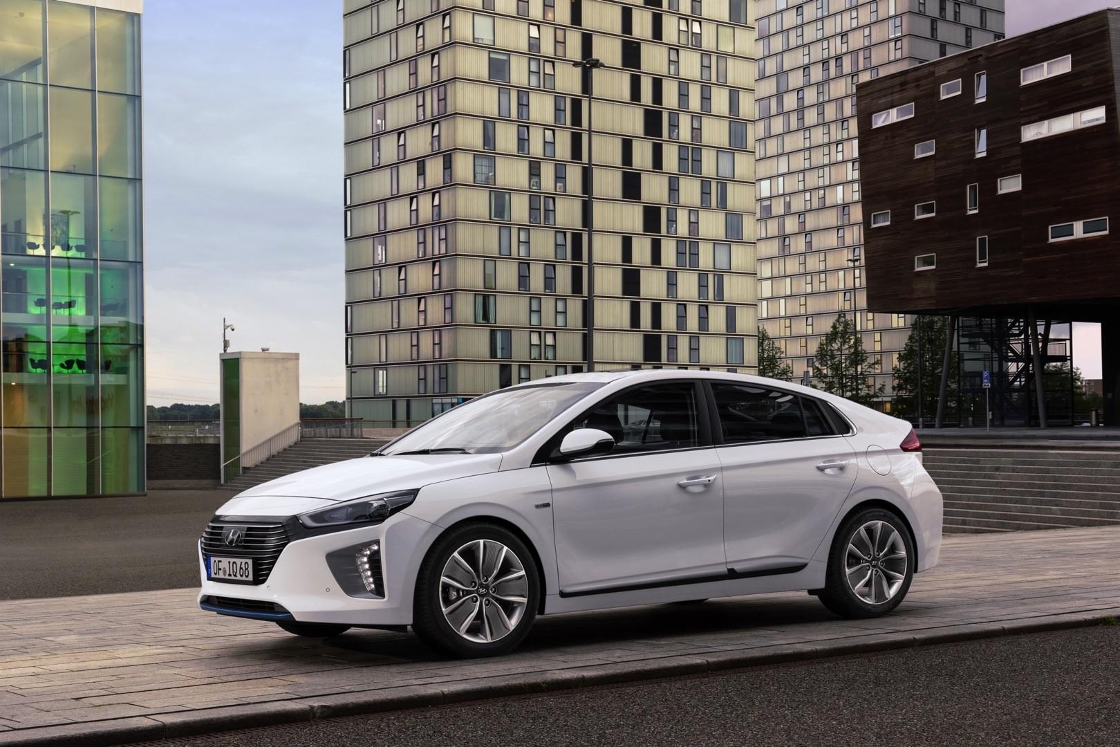 hyundai ioniq hybrid autoevolution cars