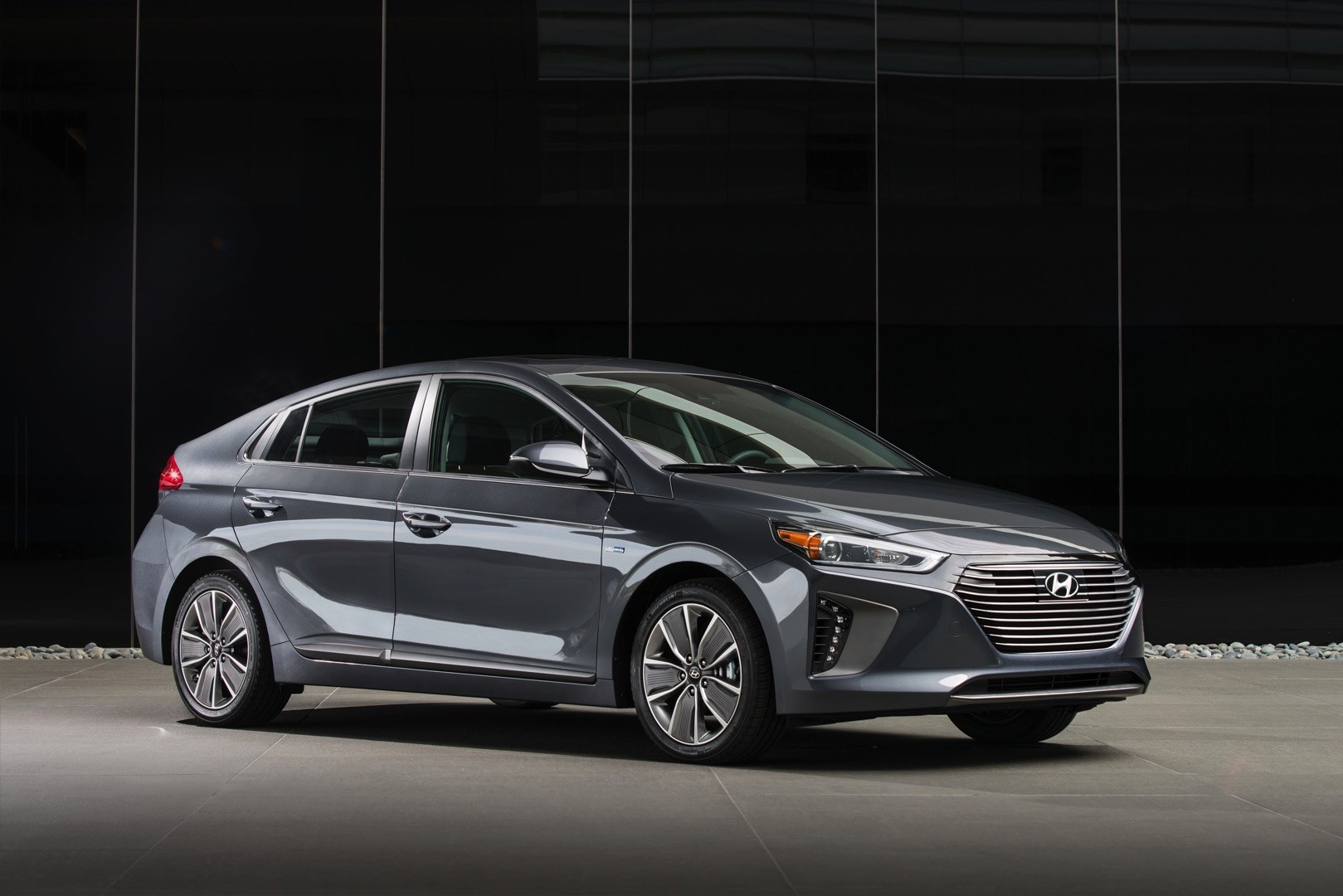 Popular 2017 Hyundai Ioniq Hybrid Review  Autoevolution