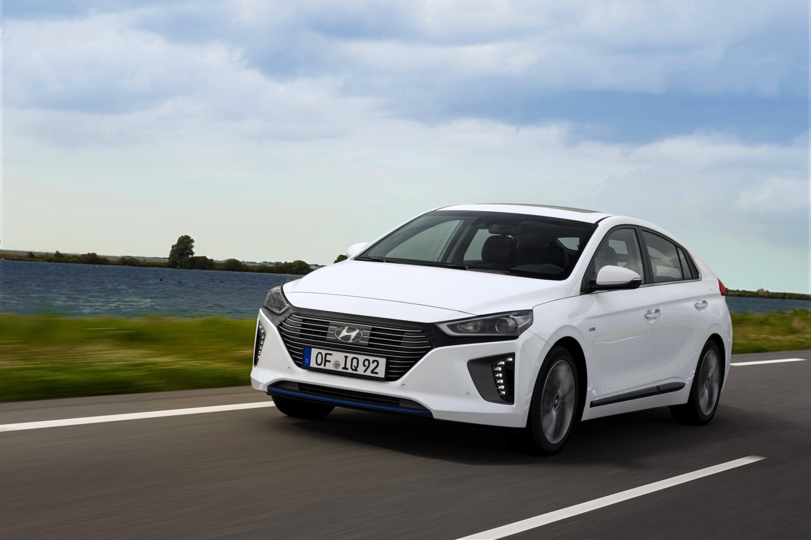 Unique 2017 Hyundai Ioniq Hybrid Review  Autoevolution