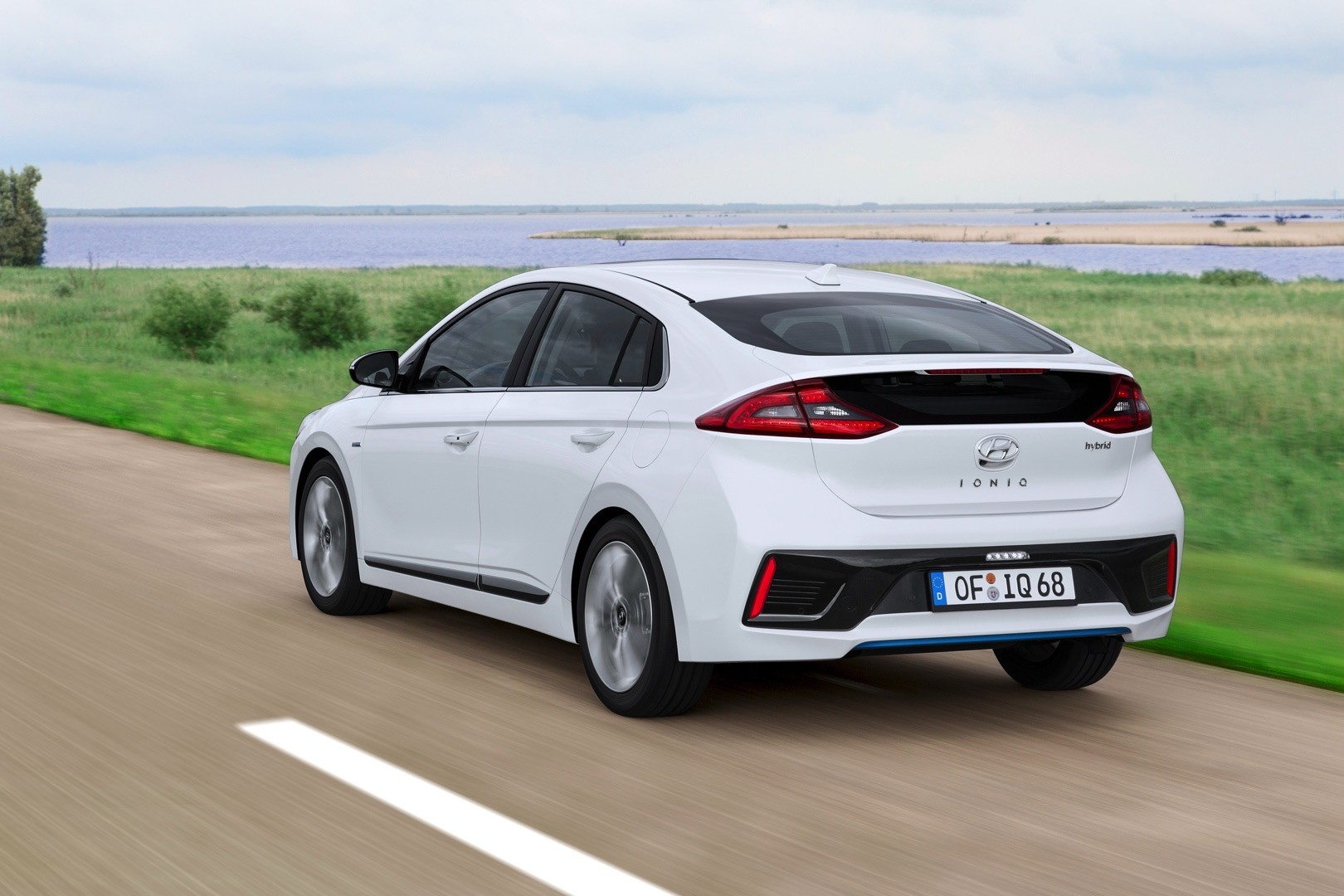 Excellent 2017 Hyundai Ioniq Hybrid Review  Autoevolution