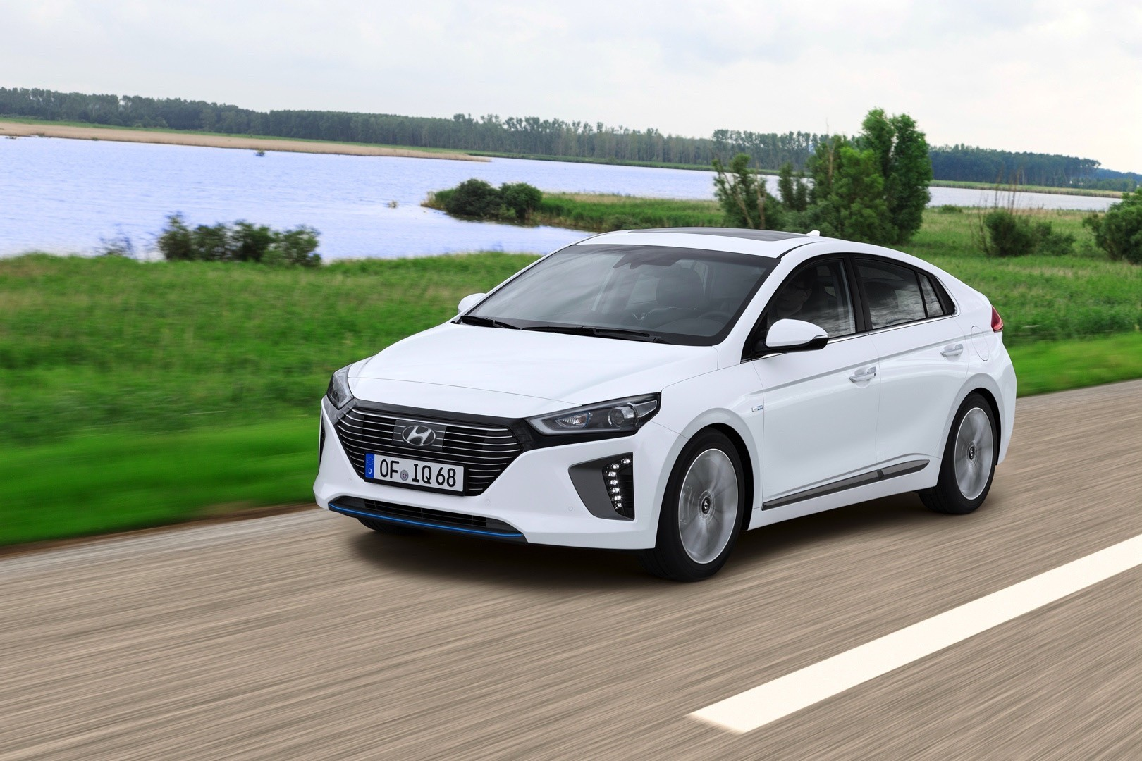 2017 Hyundai Ioniq Hybrid Review Autoevolution