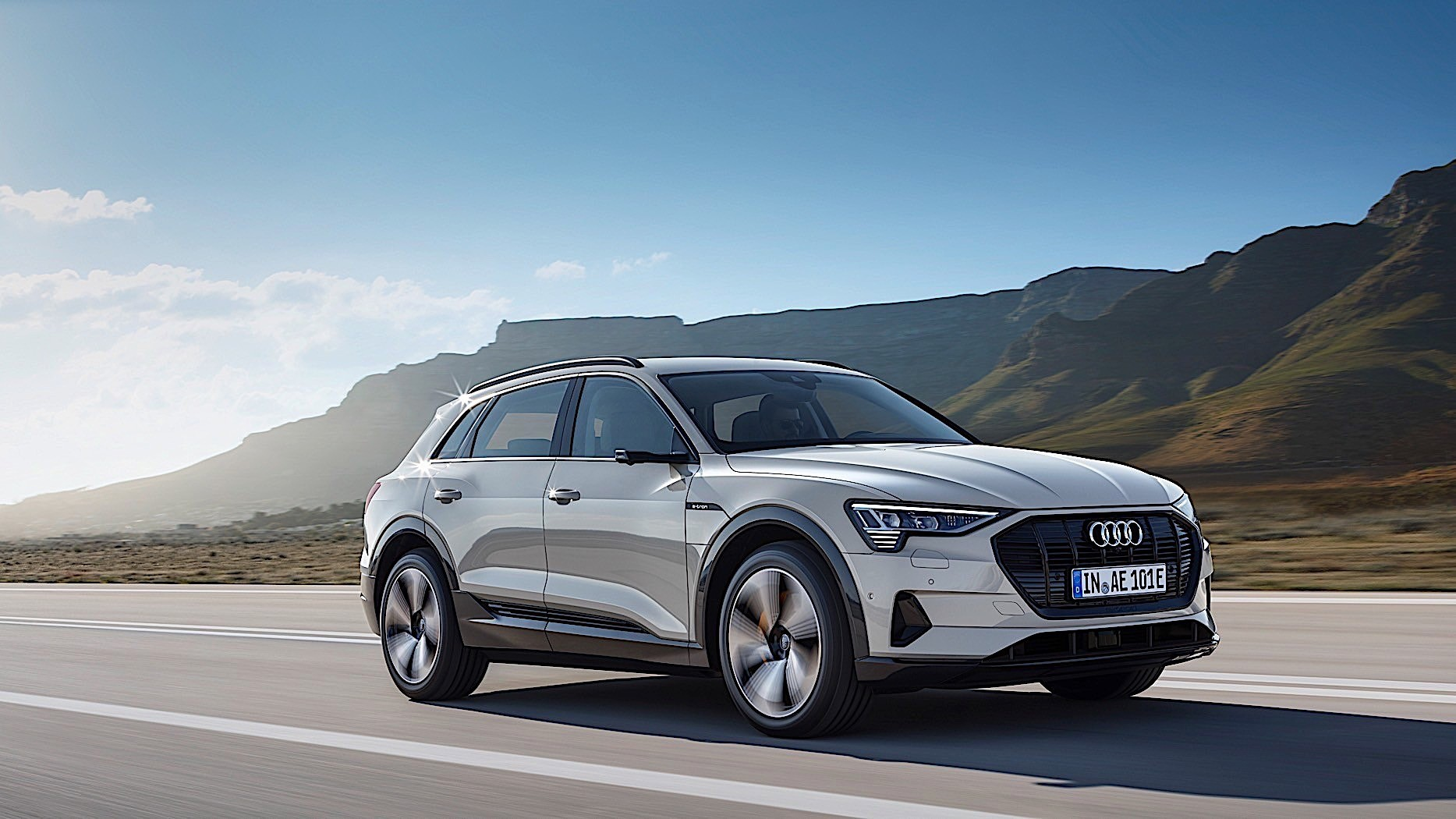 2019 audi e tron review autoevolution. Black Bedroom Furniture Sets. Home Design Ideas