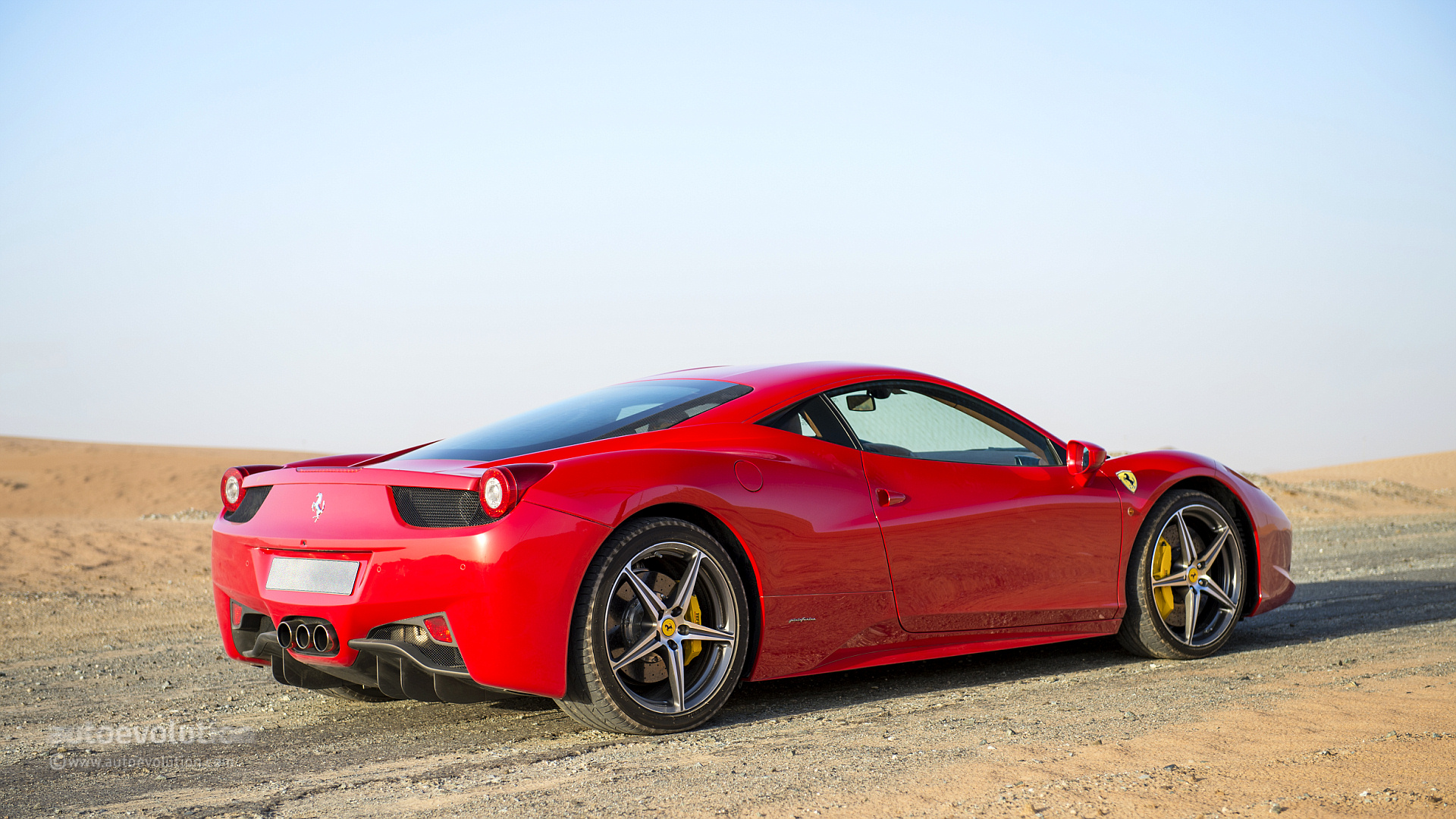 Ferrari 458 italia review autoevolution for Be italia