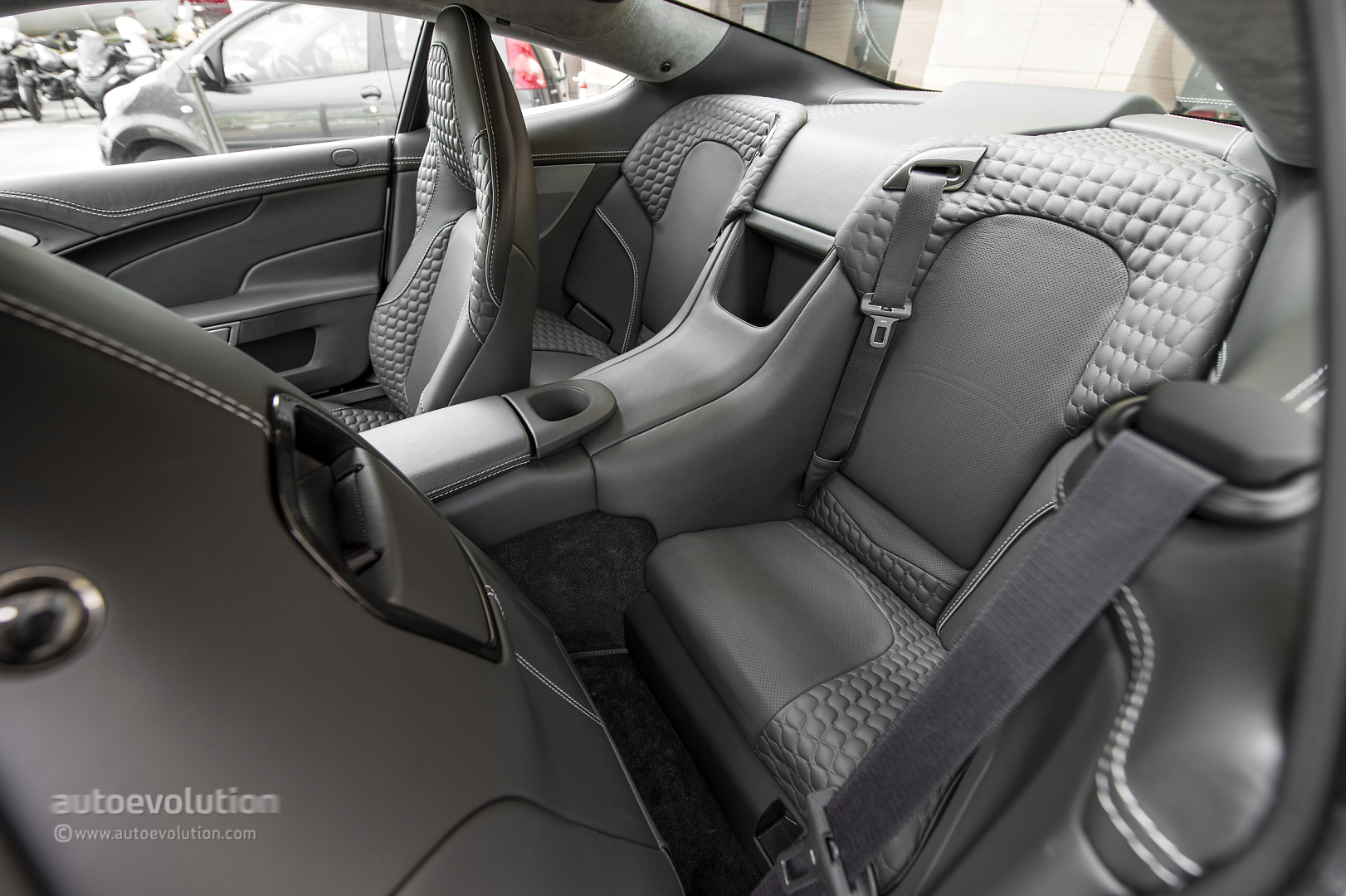 2014 ASTON MARTIN Vanquish Review - autoevolution