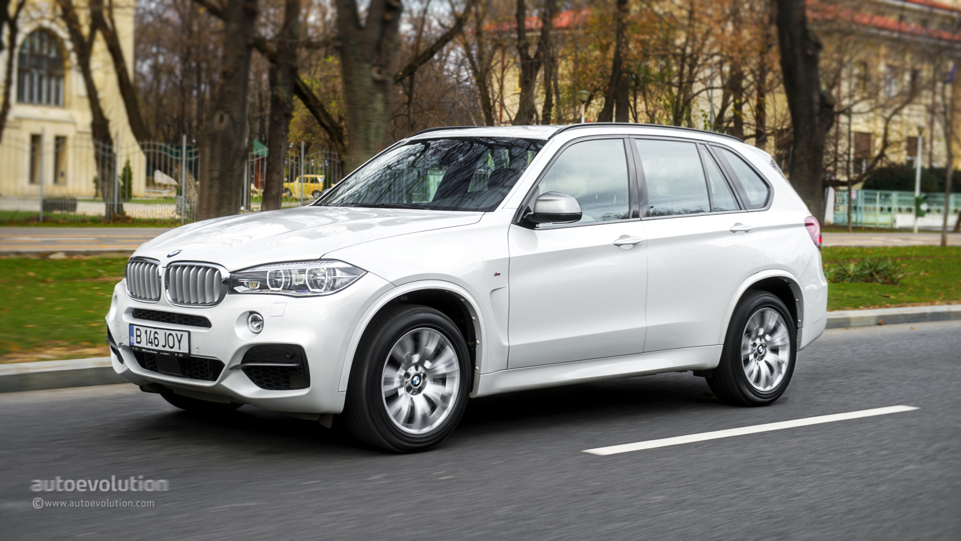 2014 bmw x5 review autoevolution. Black Bedroom Furniture Sets. Home Design Ideas
