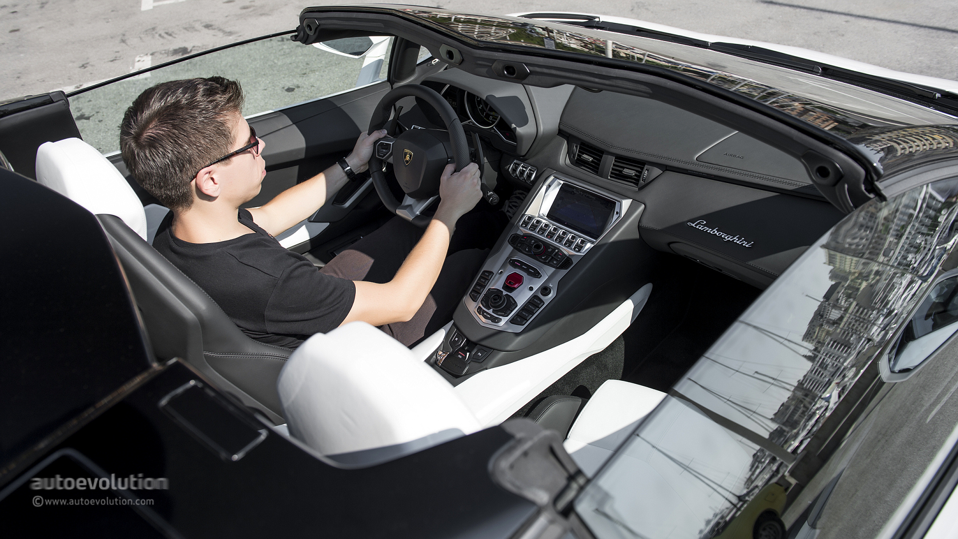2014 Lamborghini Aventador Roadster Review Page 3 Autoevolution