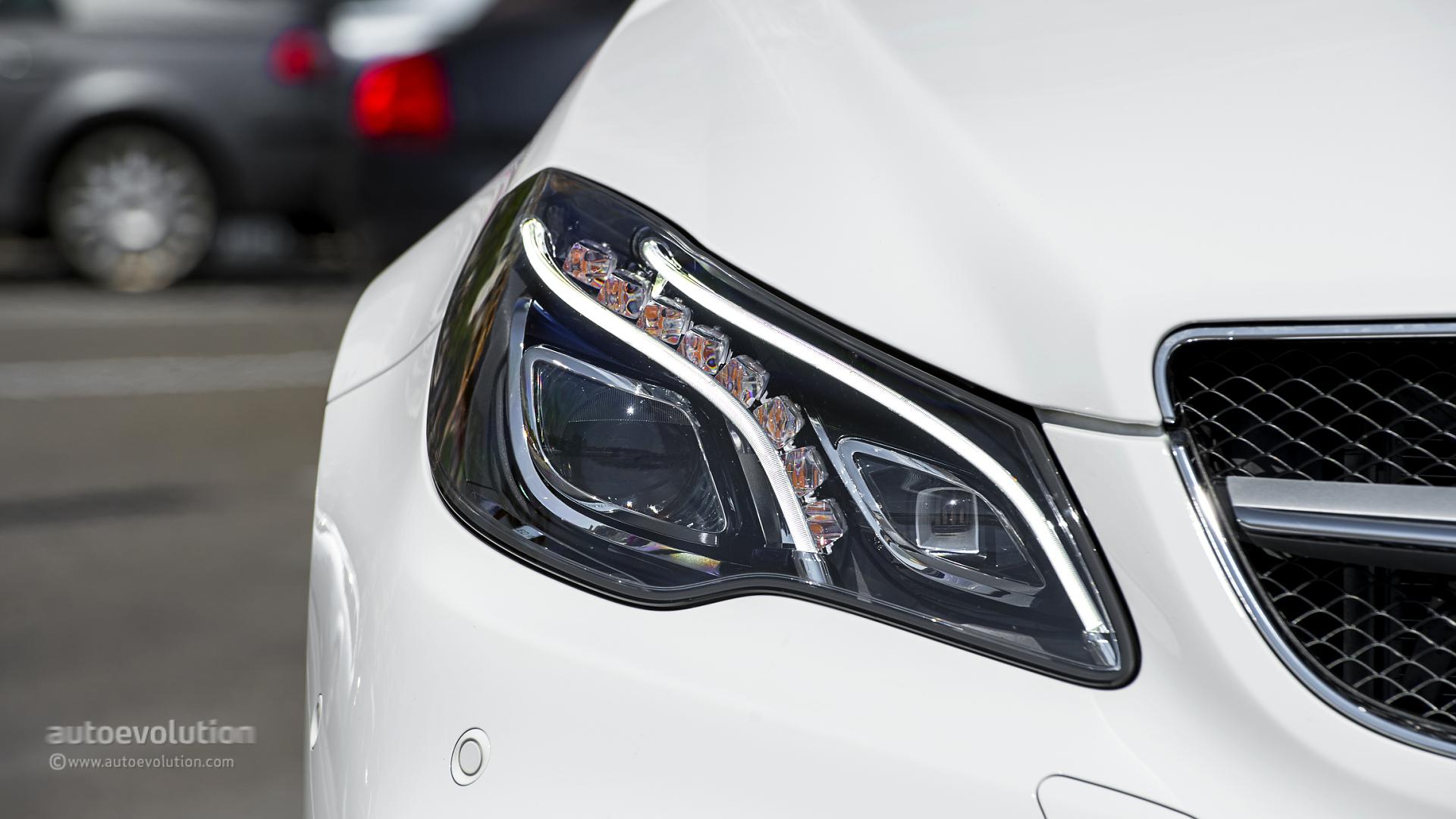 2014 mercedes benz e class cabriolet review autoevolution for Mercedes benz lights