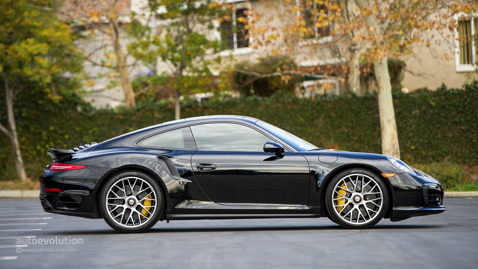 2014 porsche 911 turbo s review autoevolution. Black Bedroom Furniture Sets. Home Design Ideas