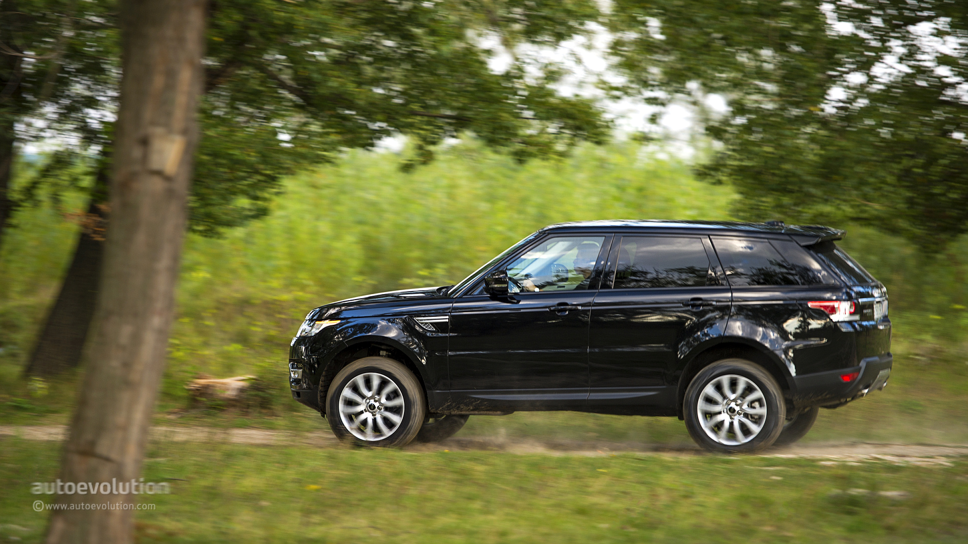 2014 range rover sport review autoevolution. Black Bedroom Furniture Sets. Home Design Ideas