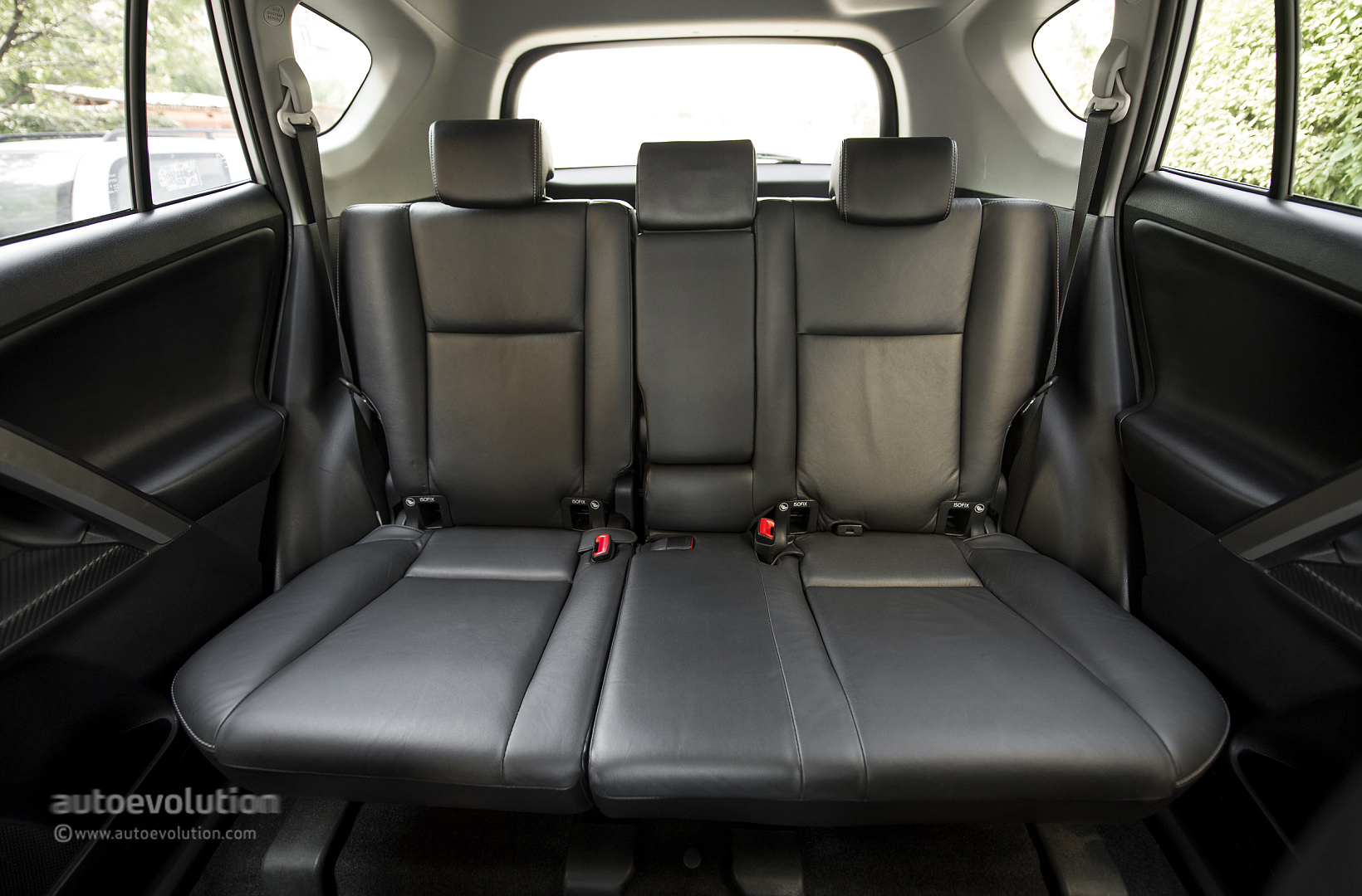 2014 toyota rav4 review autoevolution. Black Bedroom Furniture Sets. Home Design Ideas