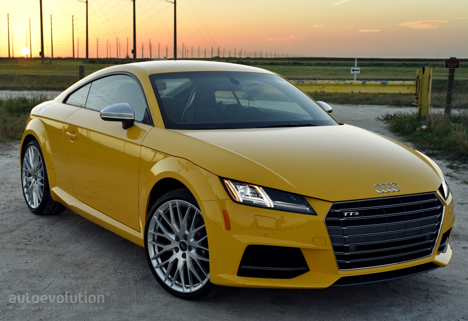 2016 audi tt s review autoevolution. Black Bedroom Furniture Sets. Home Design Ideas