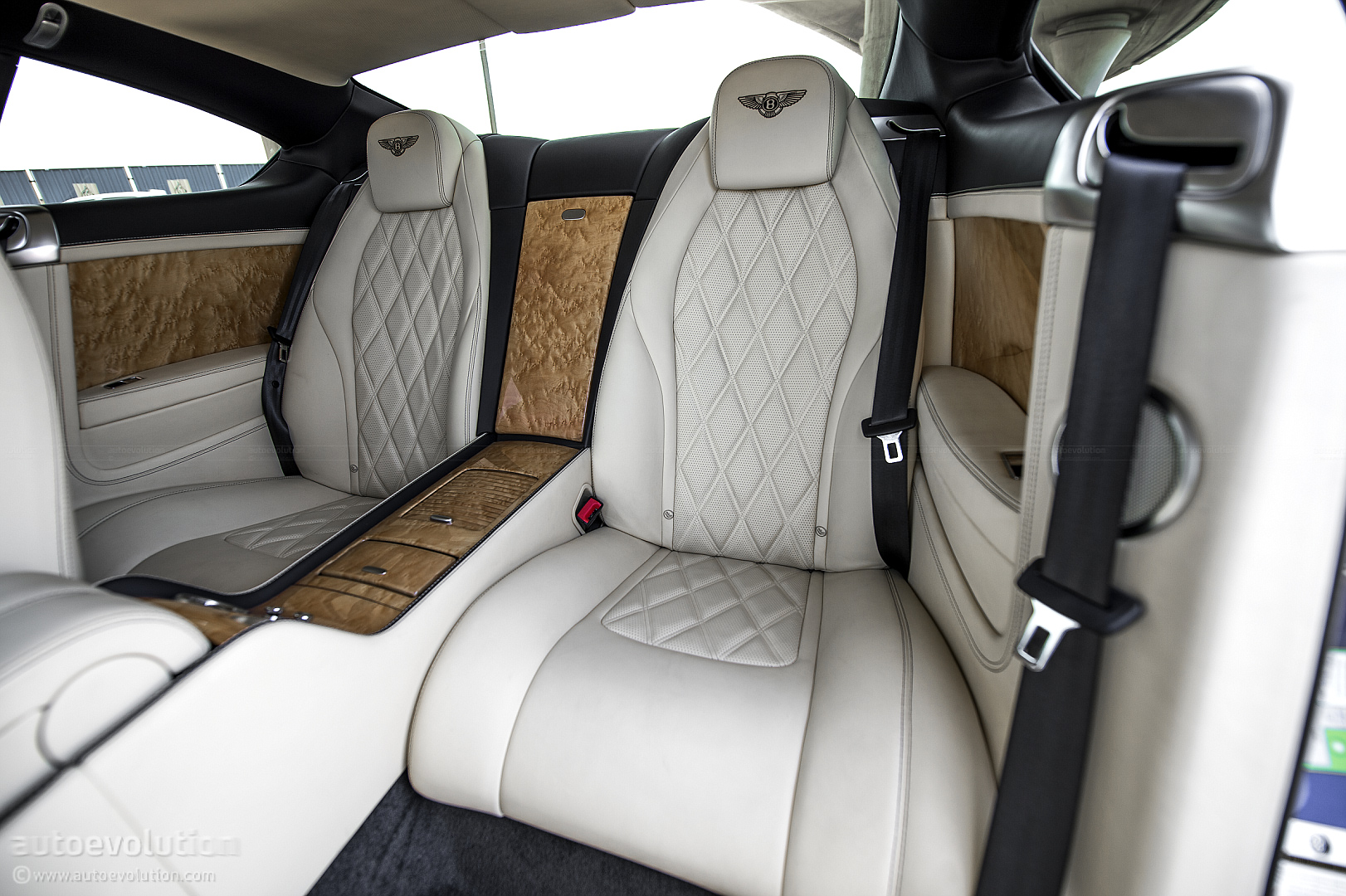bentley continental gt w12 review autoevolution. Black Bedroom Furniture Sets. Home Design Ideas