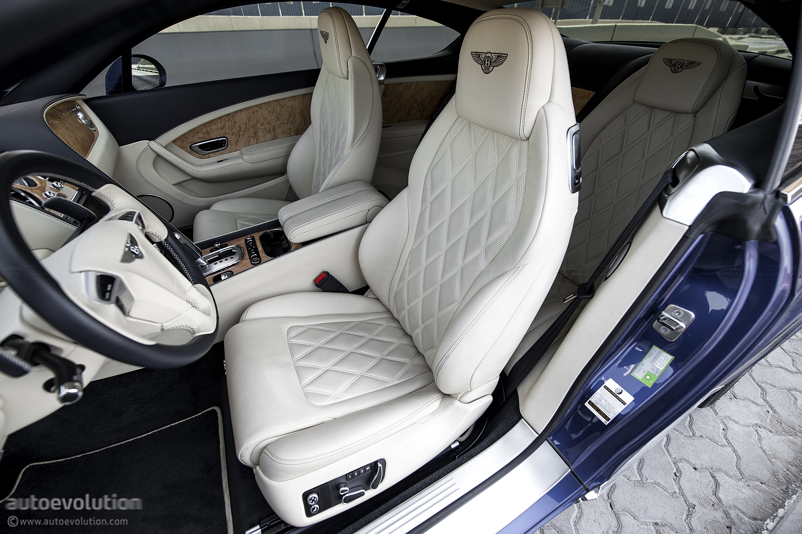 Seat Cover World >> BENTLEY Continental GT W12 Review - autoevolution