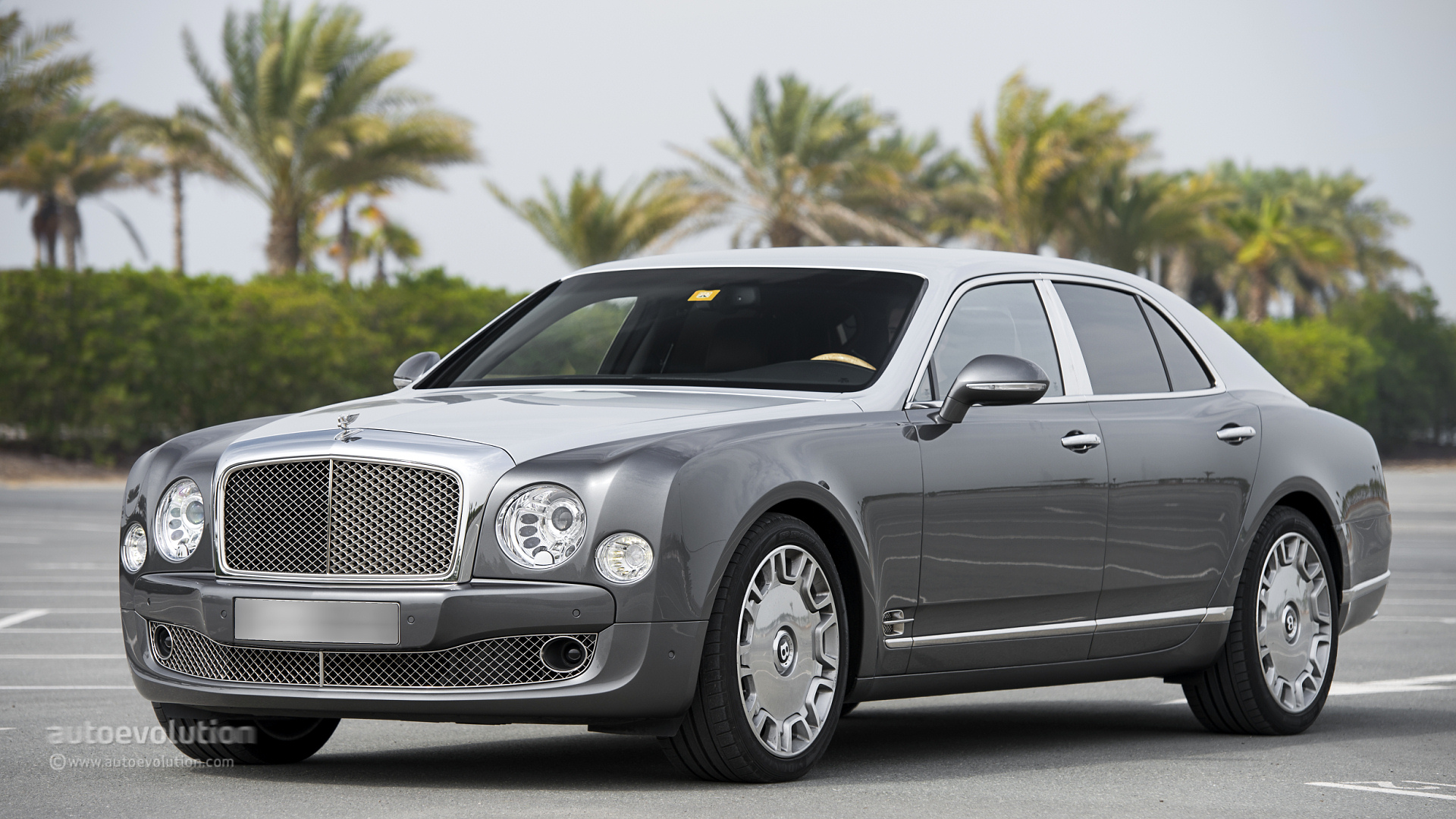 bentley mulsanne review autoevolution. Black Bedroom Furniture Sets. Home Design Ideas