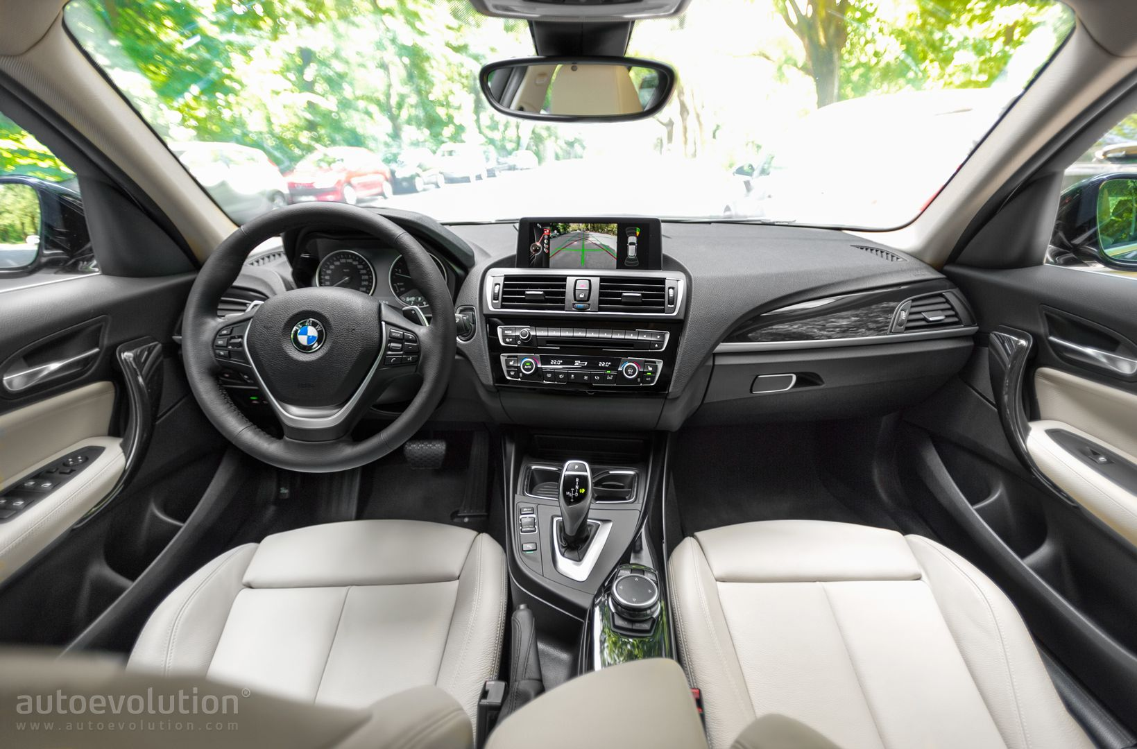 2015 bmw 1 series facelift review autoevolution for Interieur 2015