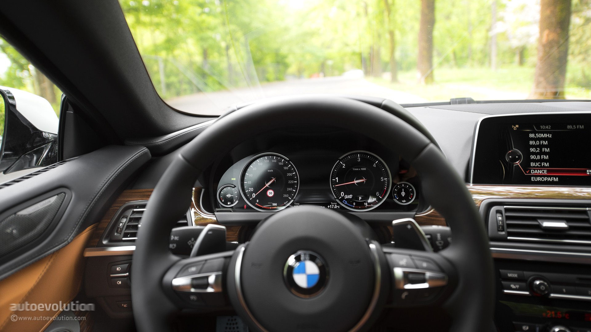 2016 bmw 6 series gran coupe review autoevolution for Bmw serie 6 interieur
