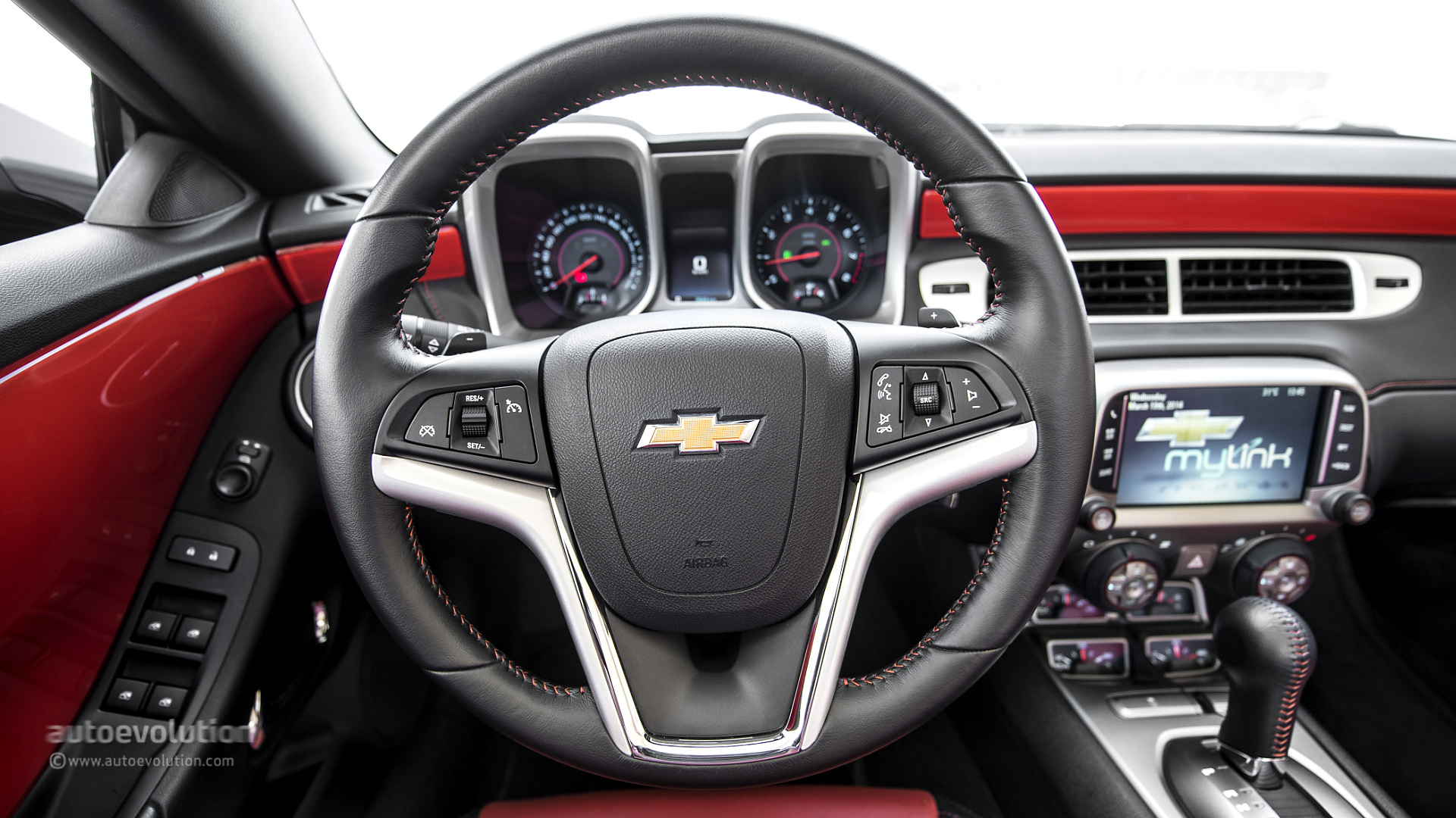 2014 CHEVROLET Camaro RS Convertible Review - autoevolution