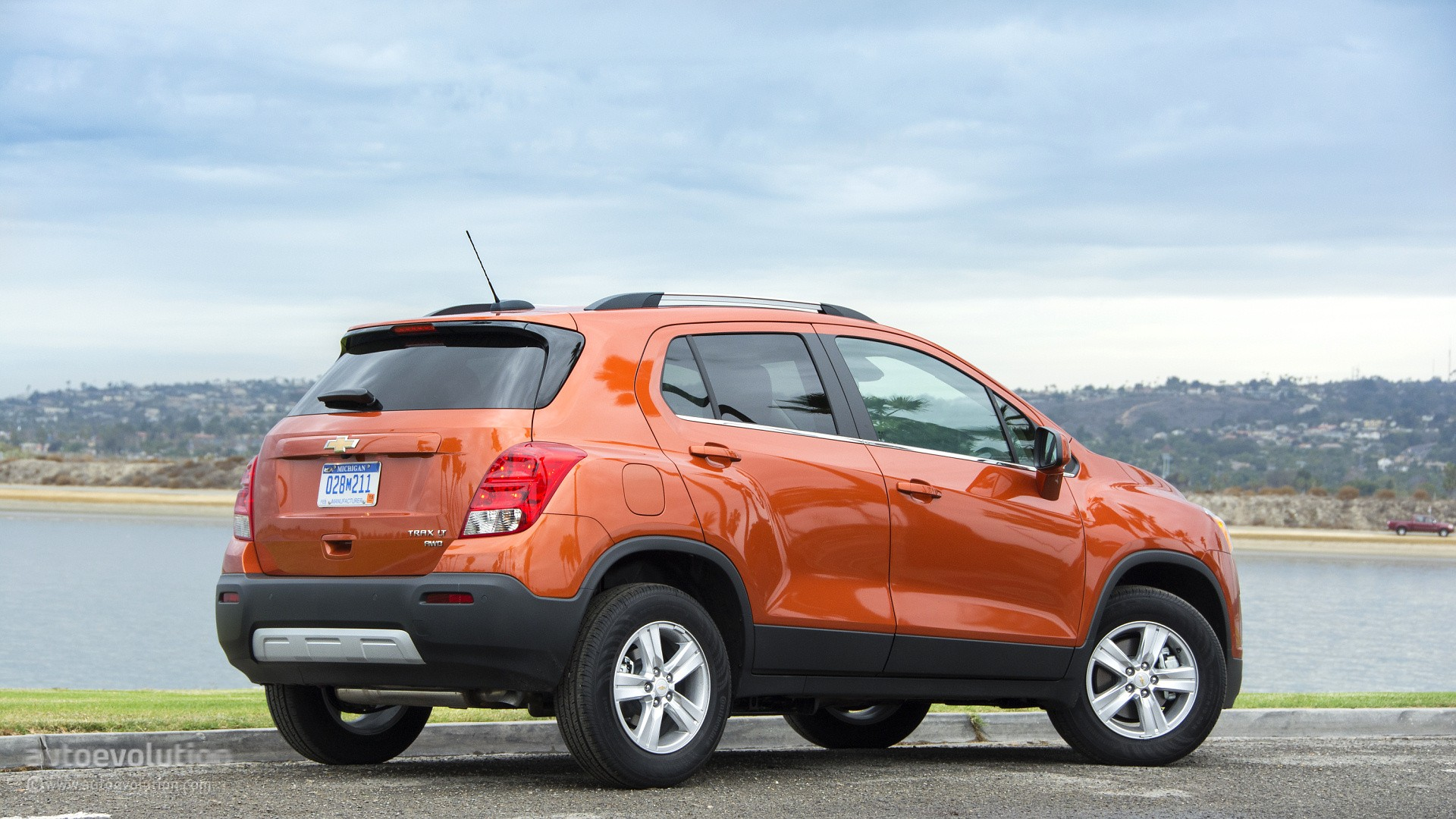 2015 chevrolet trax review autoevolution. Black Bedroom Furniture Sets. Home Design Ideas