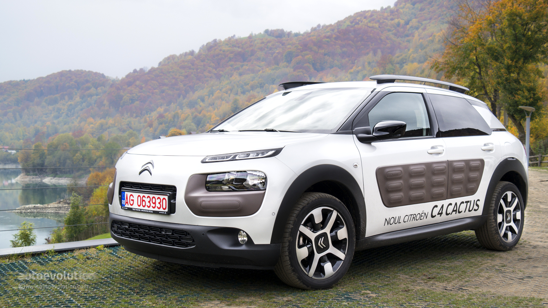 citroen c4 cactus review autoevolution. Black Bedroom Furniture Sets. Home Design Ideas