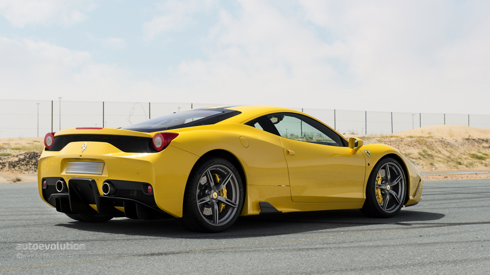 ferrari 458 speciale review autoevolution. Black Bedroom Furniture Sets. Home Design Ideas