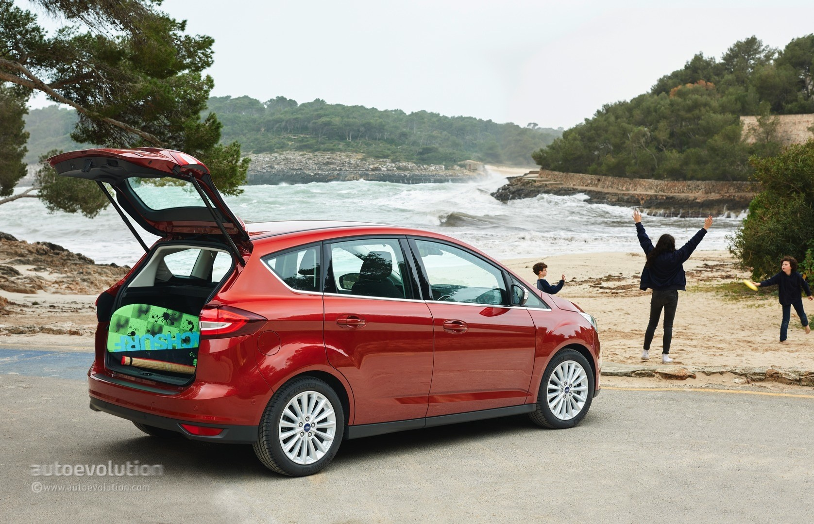 2015 ford c max and grand c max review autoevolution. Black Bedroom Furniture Sets. Home Design Ideas