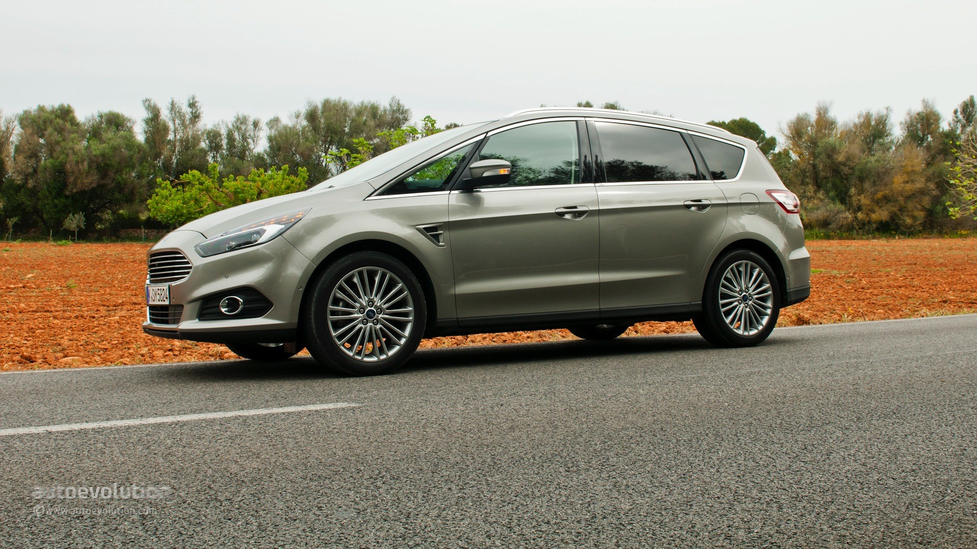 2015 ford s max review autoevolution. Black Bedroom Furniture Sets. Home Design Ideas