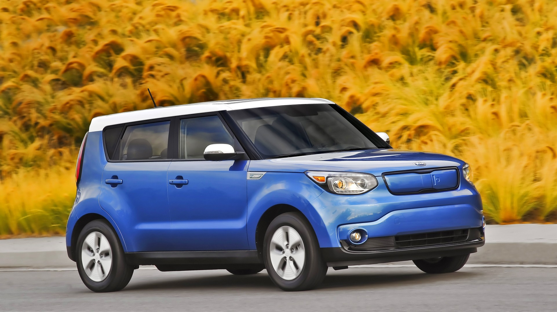 2015 kia soul ev review autoevolution. Black Bedroom Furniture Sets. Home Design Ideas