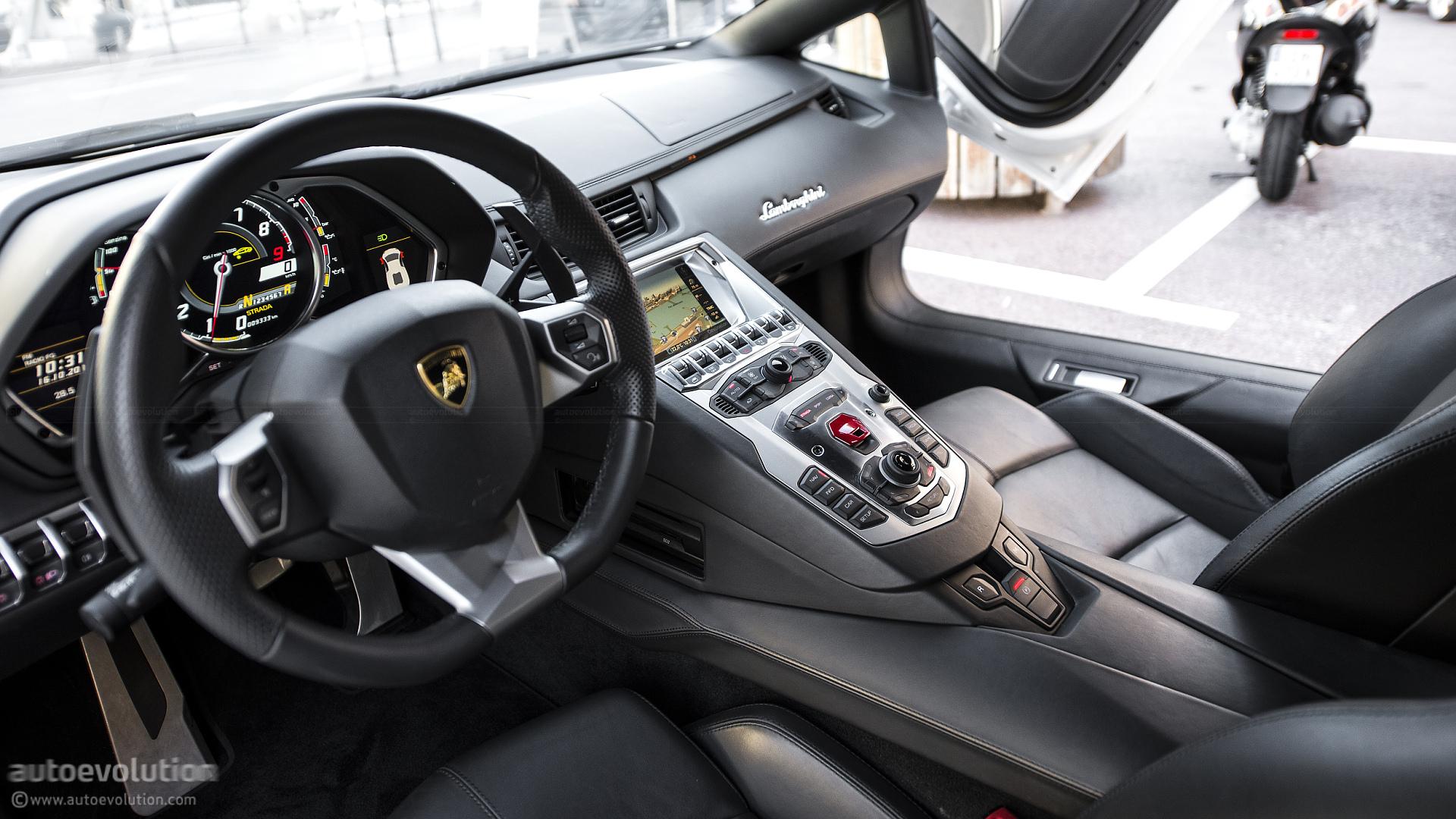 Lamborghini Aventador A Kahn 6 600x337 Lamborghini Aventador 2015