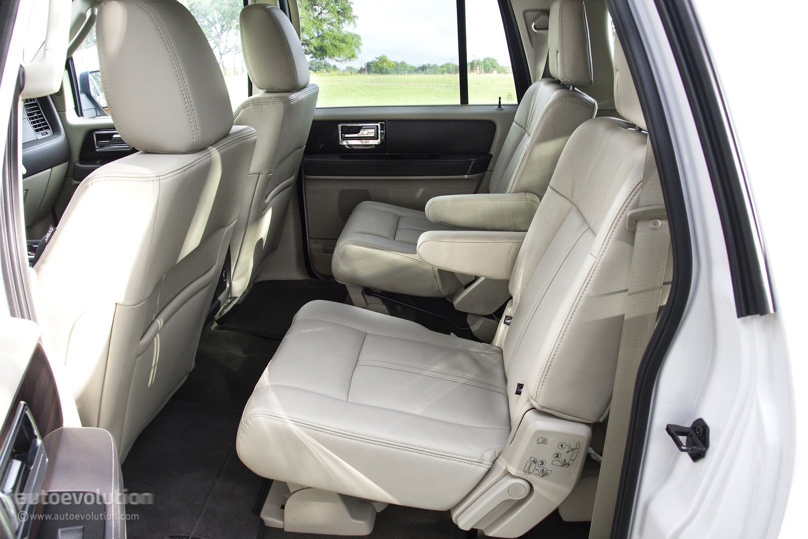 2015 Lincoln Navigator Review Autoevolution