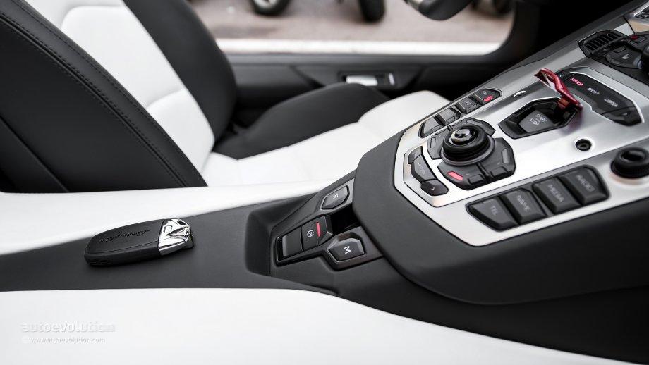 Lamborghini Veneno Keys